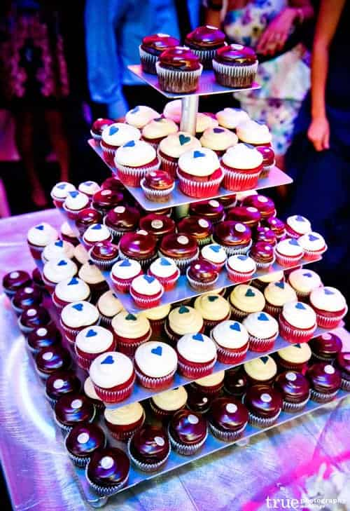 wedding cupcakes another alternative for wedding cakes