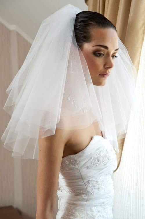 shoulder-length veil