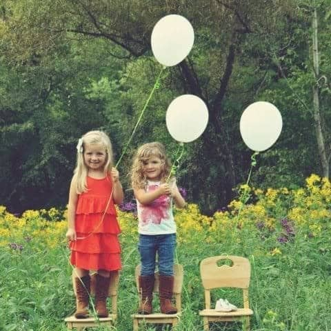15 Creative Pregnancy Announcement Photos – Sibling Announcing New Baby