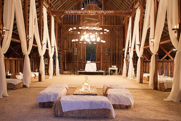 10-Beautiful-Barn-Weddings-We-Love7