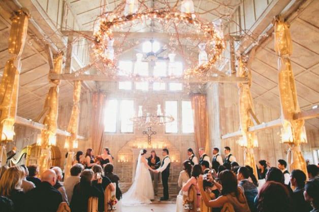 10-Beautiful-Barn-Weddings-We-Love9