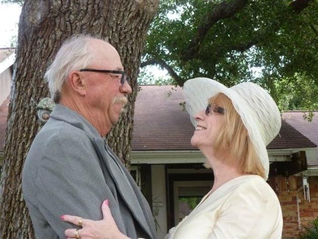 couple recreates wedding photos1